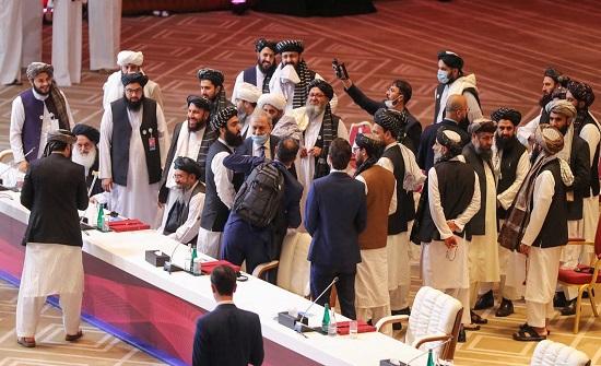 بدء المحادثات بين الحكومة الأفغانية وطالبان رغم المعارك