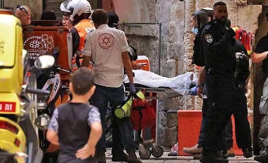 شرطة الإحتلال تُصيب وتعتقل فلسطينيا بالقدس بعد طعنه شرطي اسرائيلي .. بالفيديو