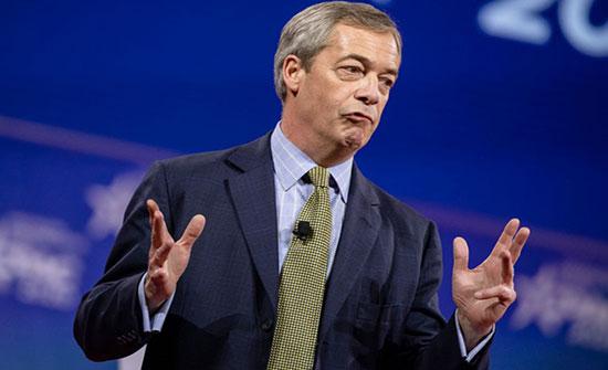 إيقاف مذيع وسياسي بريطاني بعد أن هاجم المتظاهرين .. بالفيديو