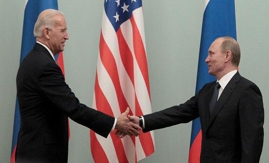 البيت الأبيض: هناك محادثات رفيعة المستوى ومستمرة بشأن عقد قمة محتملة بين بايدن وبوتين