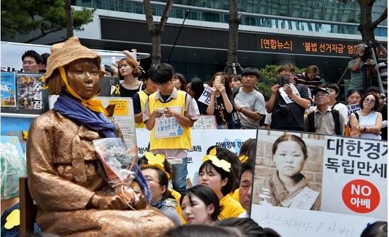 """دفع تعويضات لـ """"نساء المتعة"""" يفجر أزمة بين اليابان وكوريا الجنوبية"""