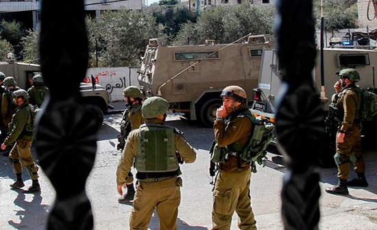 الاحتلال يصيب فلسطينيا ويعتقل آخرين بالضفة .. بالفيديو