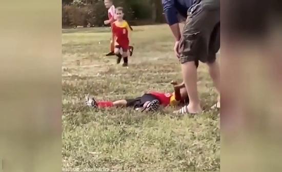 فيديو : على طريقة نيمار.. طفلة تتظاهر بالإصابة