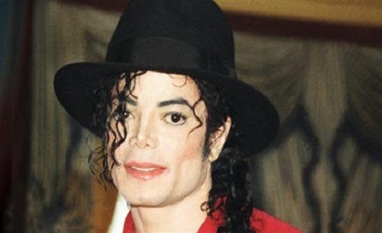 بالفيديو :- شكوك حول وفاة مايكل جاكسون بسبب شبيهه!