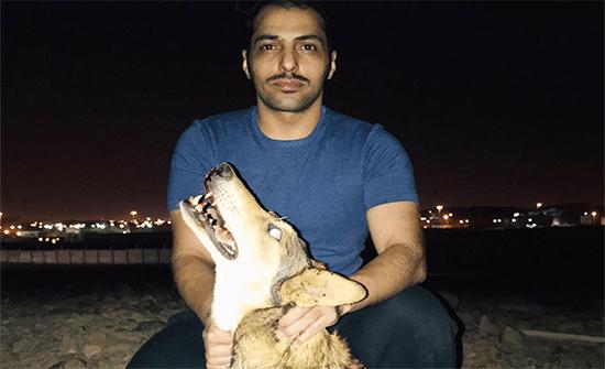 بالفيديو: شابٌّ سعودي يقضي على ذئب مفترس أثار ذعر الأهالي في المدينة المنورة