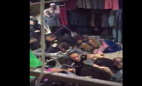 بالفيديو.. الأمن الإسرائيلي يعتدي بالضرب على مقدسيين ويعتقل 7 شبان