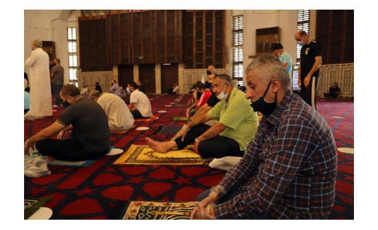 بعد اسبوعين من الاغلاق : الاردنيون يلتزمون بتعليمات المساجد