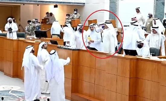 """""""هوشة """"  كبيرة داخل مجلس الأمة الكويتي و نائب يصيح عبر """"مكبر الصوت"""""""