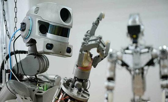 روسيا تطلق مركبة فضاء تحتوي على روبوت بشري
