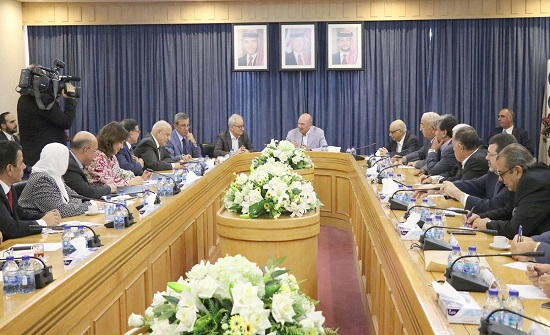 رئيس مجلس الاعيان يؤكد أهمية اتخاذ اجراءات حقيقة لتحفيز النمو الاقتصادي