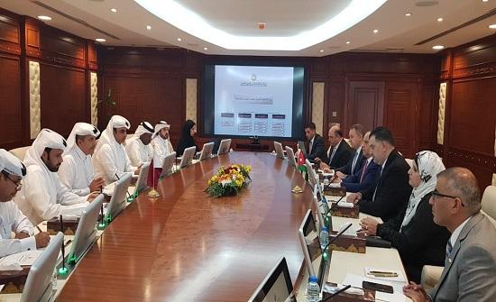 البطاينة يلتقي نظيره القطري لبحث ملف تشغيل الاردنيين في قطر