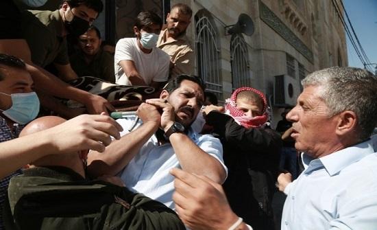 بالصور : تشييع جثمان الاعلامي عصام العمري