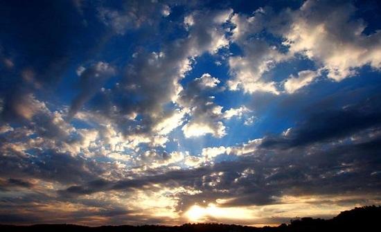 بقاء درجات الحرارة حول مُعدلاتها الخميس وغُبار مُتوقع في المناطق الصحراوية