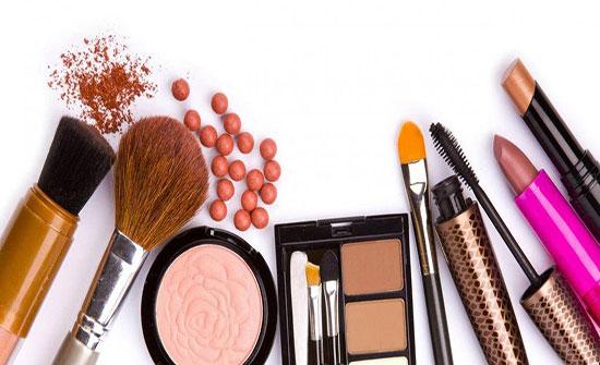 ضبط 10 الاف قطعة من مستحضرات التجميل بمصنع غير مرخص