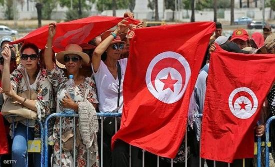 """تونس.. """"طريق وعر"""" نحو الديمقراطية"""