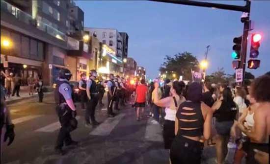 احتجاجات في مينيابوليس الأمريكية بعد مقتل مواطن من أصول إفريقية برصاص الشرطة