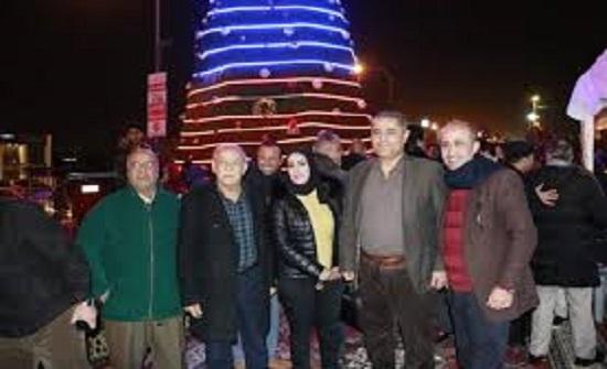 اضاءة شجرة عيد الميلاد في الزرقاء