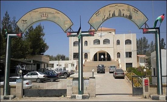 بلدية الظليل تخاطب وزارة الأشغال بإعادة تأهيل شارع الملك الحسين