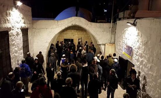اصابات خلال اقتحام مئات المستوطنين المتطرفين قبر يوسف شرق نابلس