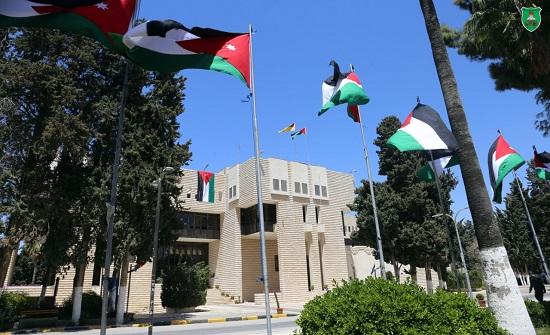 الجامعة الأردنية تحتفل بحملة علمنا عال