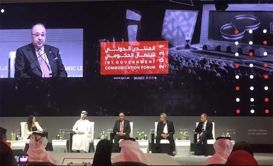 دودين يعتذر عن التحدث باللغة الإنجليزية في مؤتمر دولي بالامارات