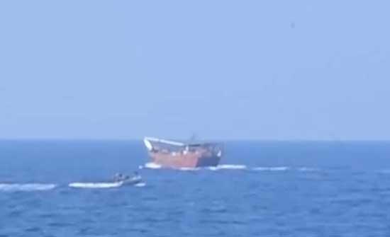 الأسطول الخامس الأميركي يسيطر على قارب أسلحة مهربة في بحر العرب