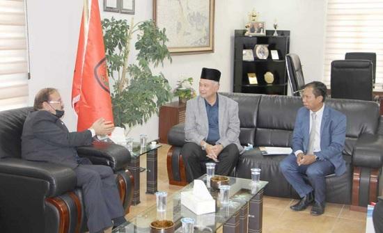 جامعة مؤتة تبحث التعاون المشترك مع الجامعات الماليزية