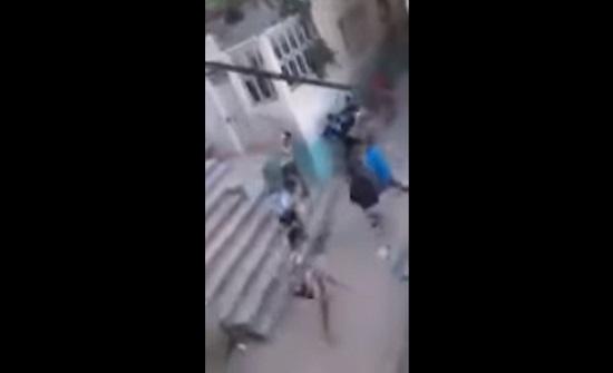 بالفيديو.. مشاجرة جماعية بالسيوف بأحد أحياء فاس المغربية
