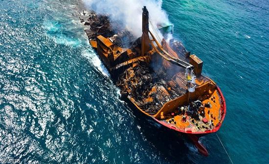 سريلانكا تستعد لمواجهة كارثة بيئية مع غرق سفينة محترقة
