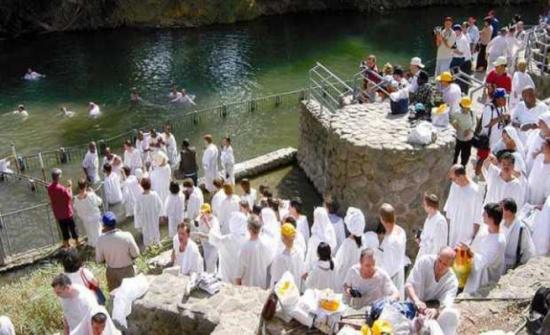 بيروت: المسيحيون اللبنانيون يحيون ذكرى عماد المسيح في نهر الأردن