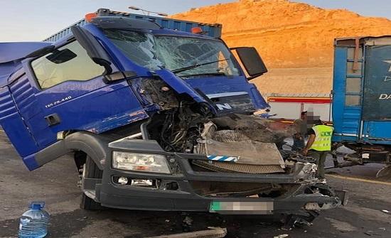 بالصور : وفاة و٤ إصابات إثر حادث تصادم في عمان