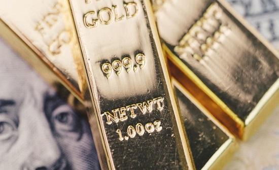 الذهب مستقر وسط صعود الدولار وتوترات أميركية صينية