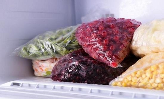 أضرار عند تخزين الطعام في الفريزر