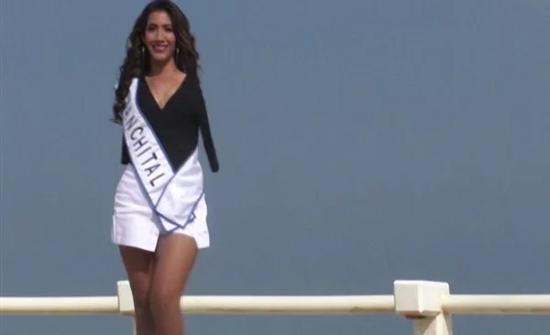 بالصور: عارضة أزياء تضرب بقوانين مسابقات الجمال عرض الحائط بالمكسيك