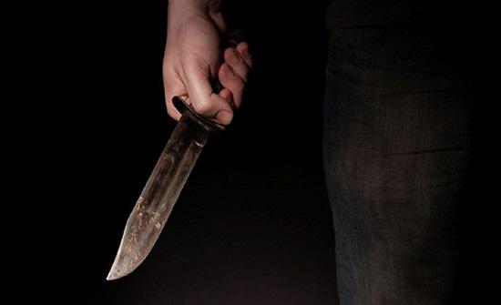 الامارات : امرأة تعتدي على زميلتها وتطعنها بسكين أثناء نومها