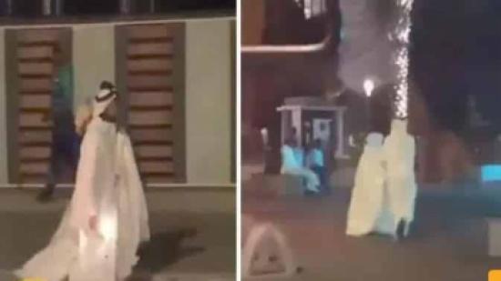 بالفيديو: عريس يتجول مع زوجته على كورنيش جدة بفستان الزفاف