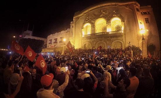 بالفيديو : هكذا احتفل تونسيون بعد فوز قيس سعيد بالرئاسة