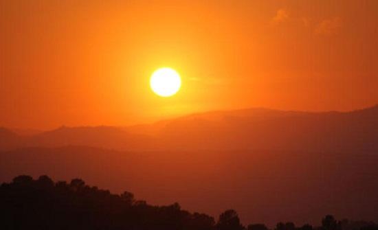 الأحد : أجواء دافئة نهارا وباردة ليلا