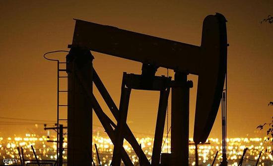 """النفط يتراجع بفعل """"مخاوف الطلب"""" مع انتشار كورونا"""