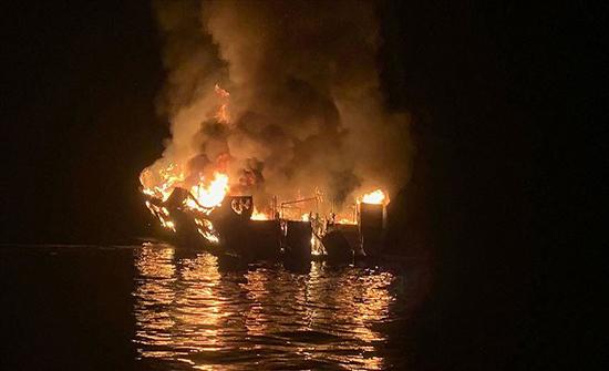 تفحم 25 جثة وفقدان 9 اشخاص في حريق سفينة سياحية على سواحل كاليفورنيا الامريكية