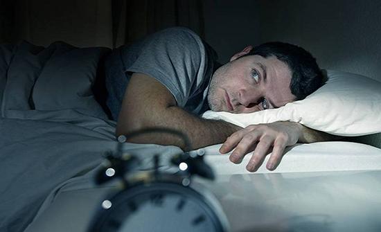 دراسة: النوم أقل من 6 ساعات يصيبك بأمراض مزمنة
