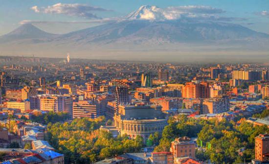بالصور.. وزيرة العدل الأرمينية تحارب الجريمة بـ «جمالها»