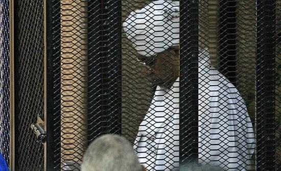الحرية والتغيير: لا تحفظات بشأن تسليم البشير إلى لاهاي