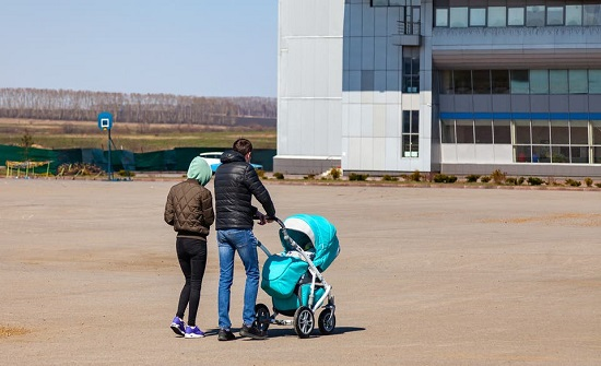 عربات الأطفال.. بيئة ملوثة تعيق نمو الدماغ
