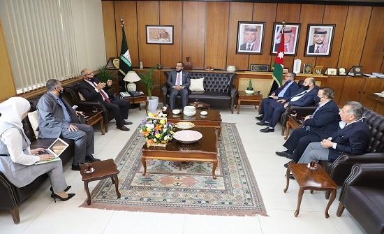 اليرموك تبحث التعاون مع الجامعات العراقية