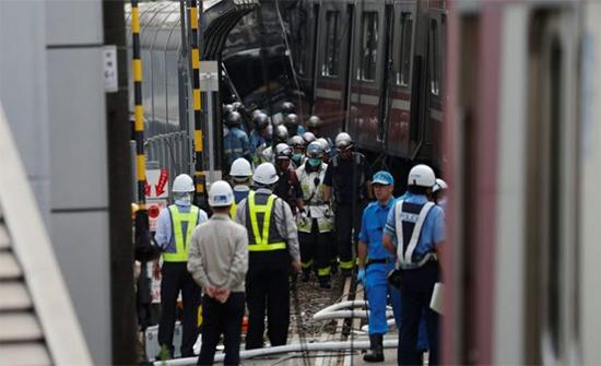 بالفيديو: هلع بين ركاب في اليابان إثر تصادم قطار وشاحنة