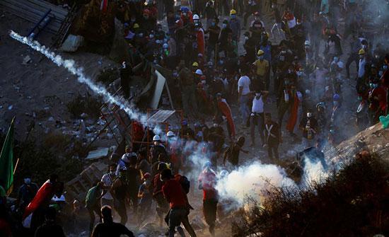 مواجهات جديدة في بغداد.. والأمن يفرقهم بقنابل الغاز