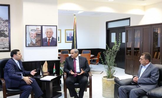 الاردن يبحث مع فلسطين خطة لتبادل الخبرات في مجال البنية التحتية