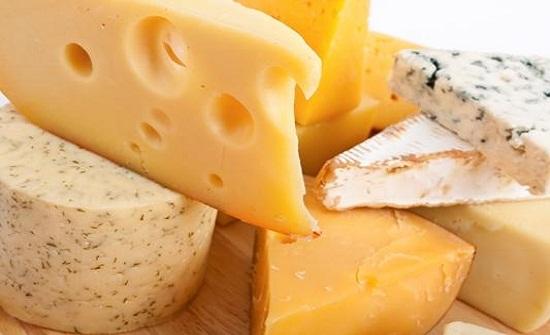 دراسة : تناول الجبنة يفيد الاوعية الدموية