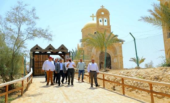 لجنة السياحة والآثار النيابية تزور المغطس ومدينة السلط